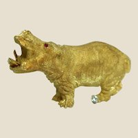 18 Karat GEORGE LEDERMAN Yellow Gold Hippo Brooch with Ruby Eyes And A Diamond To His Foot!