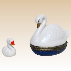 The Cutest Trinket Box Ever!  A Beautiful Swan With Her Little Swan (Cygnet)  inside!