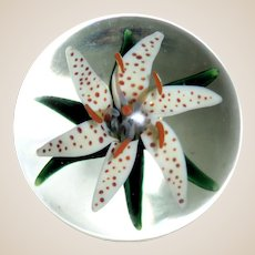 STEVEN LUNDBERG -Personally Signed/Dated  Flower Paperweight, Circa 1988