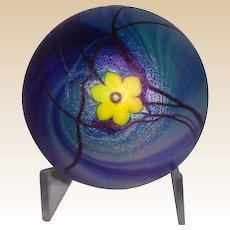 Steven Lundberg Personally Signed/Dated Early Irridescent Art Glass Paperweight With Single Blossom c. 1974