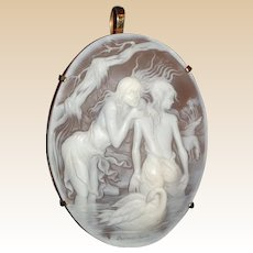 """Outstanding Exquisitely and Finely Sculpted """"Sussurro"""" (""""Whisper"""")  Signed Franco Monastero (20th Century) On A 14k Pendant Or Pin"""