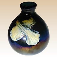 Art Glass Vase With Modern Art Theme