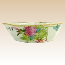 Vintage Chinese Export Porcelain Hand-Painted Famille Rose Serving Dish.