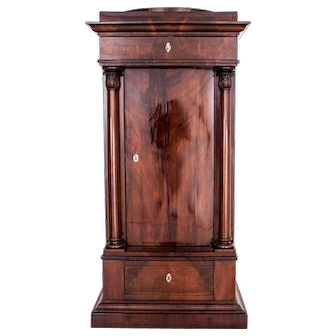 Biedermeier cabinet from around 1840. AFTER RENOVATION.