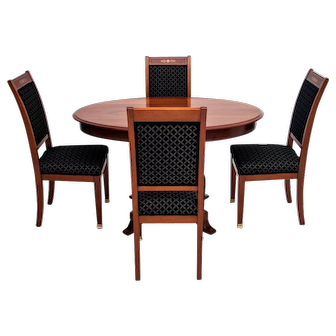 A table with 4 chairs from around 1910. AFTER RENOVATION.