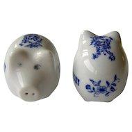 Vintage Kentucky souvenir pig salt and pepper shakers