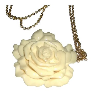 Dimensional Flower Necklace