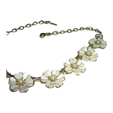 Necklace with White Flowers