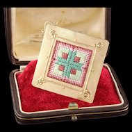 Estate Vintage 14K Yellow Gold Quilted Needle Point Pin