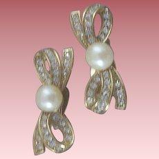 Ultra-Feminine Richelieu Simulated Pearl & Rhinestone Bow Earrings
