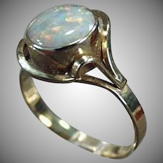 Ladies Vintage Opal Ring - 10k Yellow Gold - October Birthstone