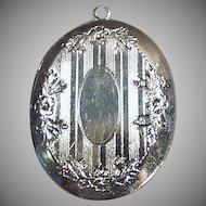 Vintage Silvertone Picture Locket - Old Oval Locket with Design