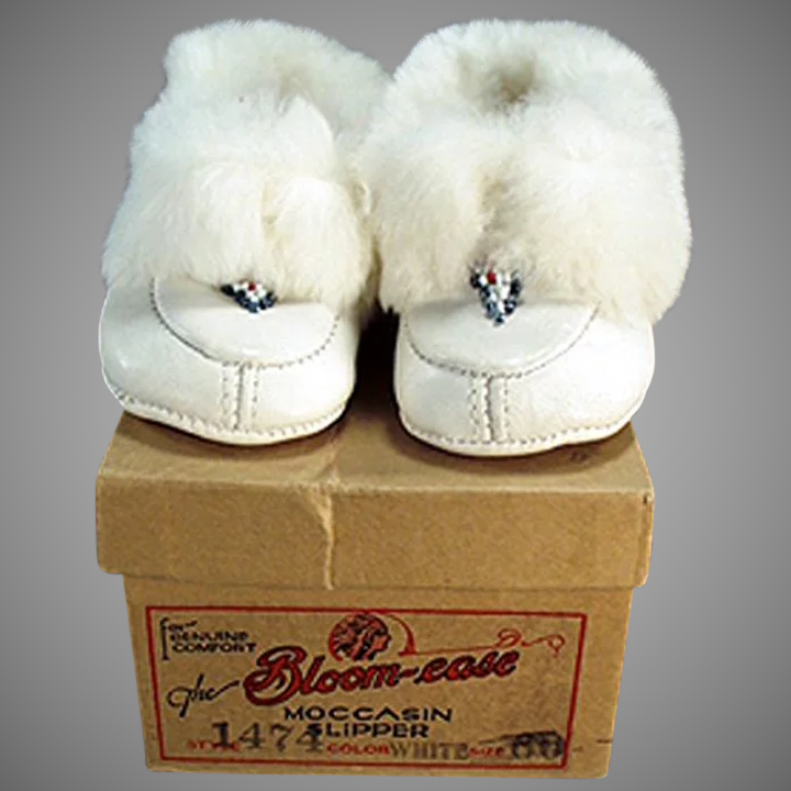 370810b0a126 Vintage White Leather Moccasins - Little Slipper Shoes - Original  Bloom-ease Box