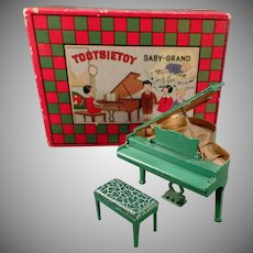Vintage Tootsietoy - Baby-Grand Piano with its Original Box – Very Good Condition