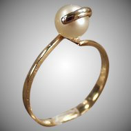 Ladies Vintage Ring - 10k Gold with a Single Pearl