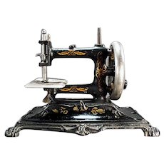 Vintage Cast Iron #12 Mueller Sewing Machine - Early 1900's