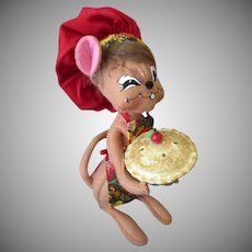 Old Annalee Mouse Doll with Apple or Cherry Pie