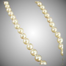 "Vintage 18"" Single Strand Simulated Pearl Necklace for a Classic Look"