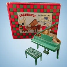 Vintage Tootsietoy Baby-Grand Piano – Very Fine Condition with its Original Box