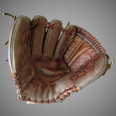 Vintage Right-Handed Leather Baseball Mitt – Wilbur Wood Autograph Model Registered #60-21208 Glove