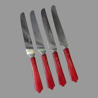 4 Vintage Cherry Red Bakelite Handled Stainless Steel Dinner Knives Deco Kitchen Utensils