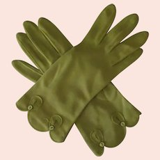Ladies Vintage Wrist Length Fabric Gloves – Fashionable Avocado Green with Decorative Edge