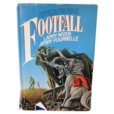 Vintage 1985 Science Fiction Novel – Footfall by Larry Niven & Jerry Pournelle
