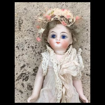 Beautiful all french bisque mignonette 5,2 Inches tall