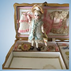 Rare french all bisque barefoot 13 cm, in her box