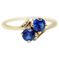 Antique 1910s Moi Et Toi Two Stone 0.58 Carats Blue Synthetic Sapphire and 10 Karat Yellow Gold Engagement Ring Size 5.75