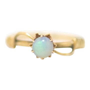 Antique 1900s Art Nouveau Opal Cabochon and 10K Rose Gold Flower Pinky Ring Size 4.5