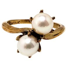 Vintage 1960s TJC Toi et Moi Two Cultured Akoya Pearl and 10K Yellow Gold Bypass Ring Size 6.5