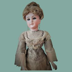 Stunning Antique Simon & Halbig German Lady Doll mold 1159