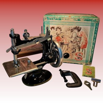 Old German Singer Sewing Machine/Sewhandy in original Box and with a clamp