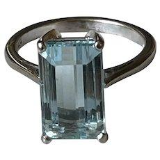 Aquamarine 18 Karat Gold Ring