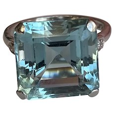 An Aquamarine and Diamond 18 Karat Gold Ring