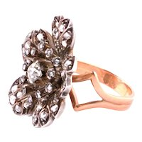 Flower shaped ring with silver, old cut diamonds and gold