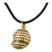 Indian enamel and gold small box pendant