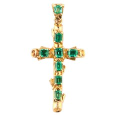 Pendant with natural Colombian emeralds and gold