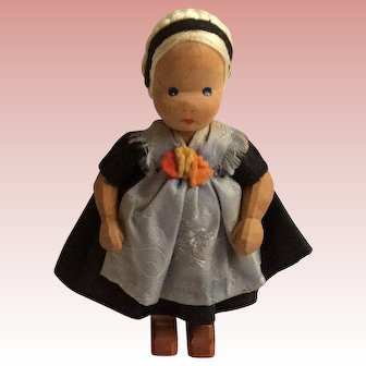 Lottie Sievers-Hahn 4 1/2 hand carved wooden Doll