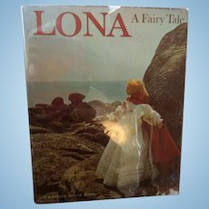 Lona by Dare Wright First Edition printed in 1963