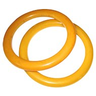 Pair of Marbled Cream Vintage Bakelite Bangles
