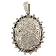 Silver Victorian Aesthetic Locket with Beaded Edge