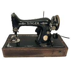 1924 Singer Sewing Machine Model 99 w Bentwood Case