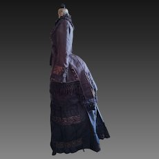 Spectacular antique noblewomen dress Italian manufactory , silk and satin, dove gray color .