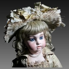 "Extraordinary  BRU JUNE "" Circle and  Dot "" Doll , size 10 , 26 inches (66cm), 1880"