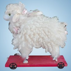 Little  nice sheep pull toy, in very good conditions