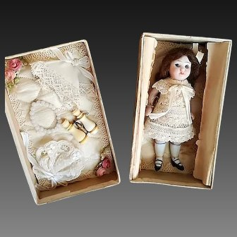 Little darling French all bisque Mignonette in original dress and Box with accessories