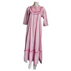 MUU MUU Long  Calico Printed  Cotton  Ruffled Dress ...Pale Pink Ground / Tiny Pink Rosebuds..LoLa Jrs. Hawaii / Carol & Mary Hawaii..Size Small