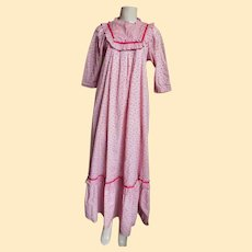 MUU MUU Long  Calico Printed  Cotton  Ruffled Dress ...Pale Pink Ground / Tiny Pink Rosebuds..LoLa Jrs. Hawaii / Carol & Mary Hawaii..Size Small